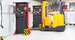 How do I choose a battery for electric lift trucks?
